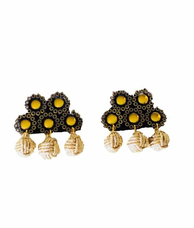 Alamar Spanish black ball gold earrings