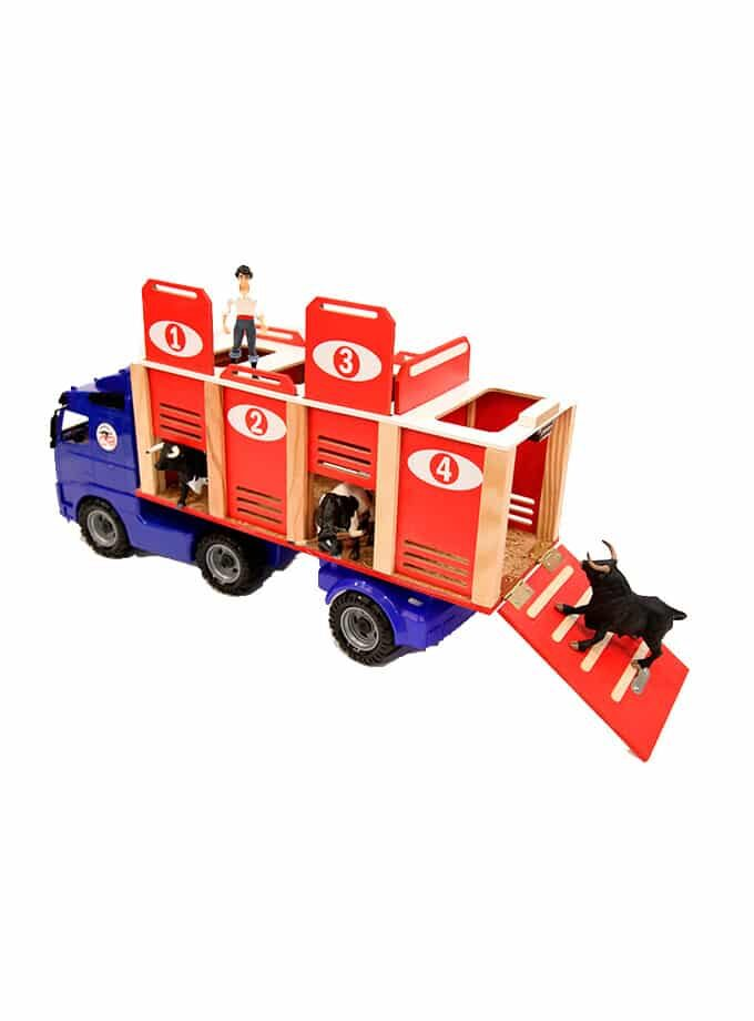Toy bull transport truck with 4 doors